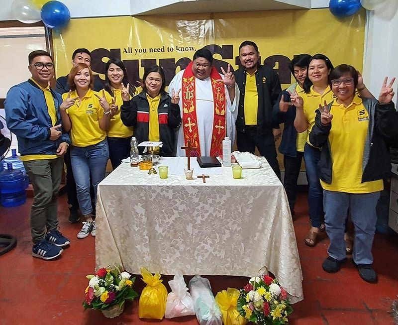 BACOLOD. A wacky pose with Rev. Fr. Brigido Casas. (SunStar Bacolod)
