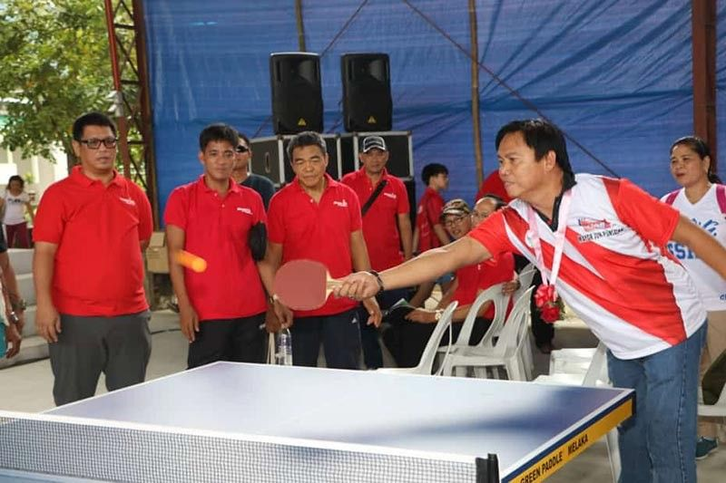 PAMPANGA. San Simon Mayor Abundio S. Punsalan led the opening ceremony Saturday, September 14, of the 1st Mayor Jun Punsalan Cup Open Ping Pong (Sandpaper) Tournament and Elimination Round for World Championship of Ping Pong in London. The three day tournament was held at San Simon High School in Barangay San Jose. (Photo by Chris Navarro)