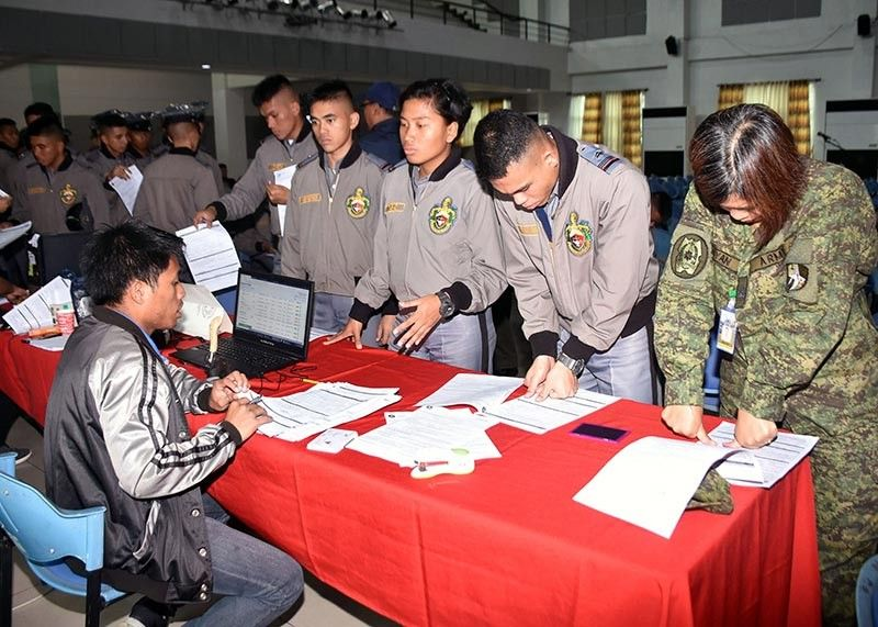 OFFSITE REGISTRATION. Philippine Military Academy cadets took the opportunity to register during the Offsite Voter's Registration by the Comelec-Baguio at the Fort Del Pilar during the September 13 holiday in the Cordillera region. (Redjie Melvic Cawis)