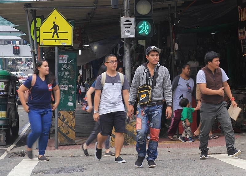 STOP LOOK AND LISTEN. Pedestrians in Baguio City are forced to be mindful of their surroundings when roaming around the city since the passage of the anti-distracted walking ordinance. Persons violating the ordinance face a maximum penalty of P2,500 fine and community service or 11 to 30 days imprisonment on the fourth and succeeding offenses. (Jean Nicole Cortes)