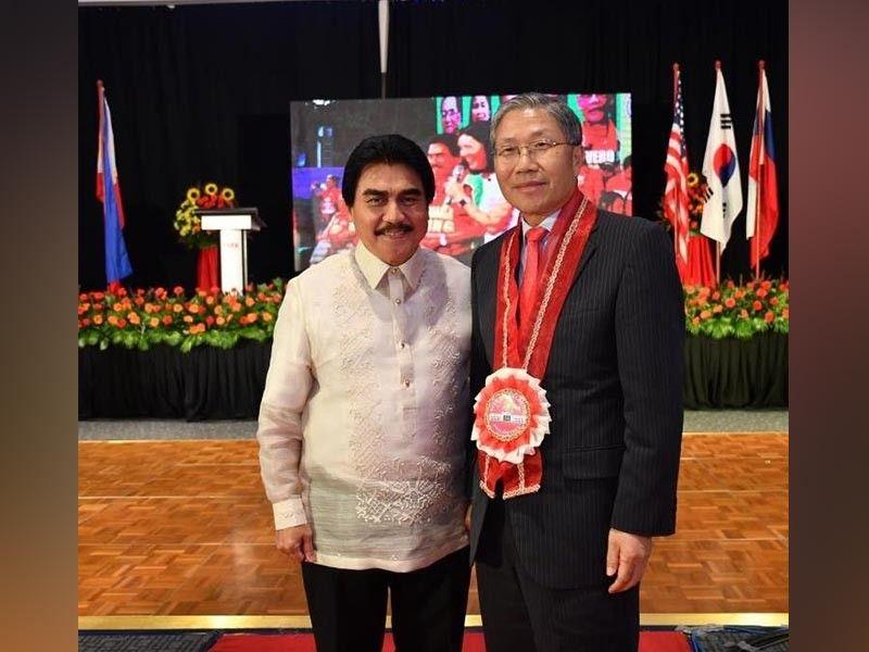 Bacolod Mayor Evelio Leonardia with South Korea Ambassador Han Dong-man at Leonardia's inauguration on his sixth term as mayor, in Bacolod last July. (Courtesy of City PIO)