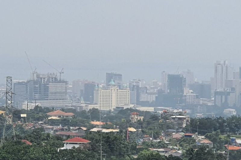 Parts of Cebu City, as seen from the hills of Busay, look obscure from the occurrence of what may be or may not be haze. Ambient air quality experts are checking if clouds of smoke from Indonesia's wildfires have reached Cebu. In October 2015, a similar air condition occurred in Cebu. (Photo by Arni Aclao)