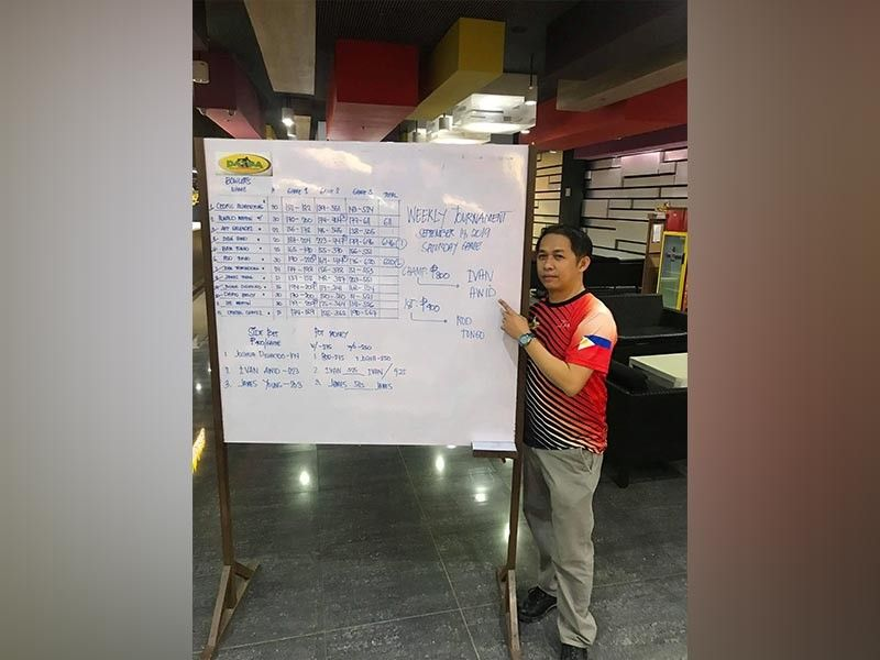 DAVAO. Ivan Awid points at his name on the scoreboard of a recent Datba weekly tournament held at SM Lanang Premier Bowling Center, Lanang, Davao City. (Jesrael Rule)