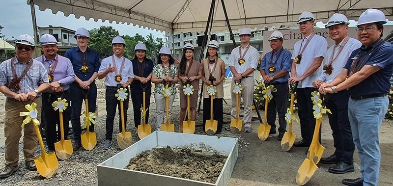 BACOLOD. Cebu Landmasters Inc. and partner Ascott Limited break ground for its P1.345-billion Citadines Development on Lacson Street, Barangay Bata, Bacolod City. In photo are Mark Jarantilla, Abraham Lee, Mathias Bergundthal, Jose Franco Soberano, Joanna Marie Soberano-Begundthal, Alexis Lustre, Philip James Barnes, Benjie Dela Torre, Gov. Jose Eugenio Lacson, Alec Lustre, and Jose Soberano III. (Carla N. Cañet)