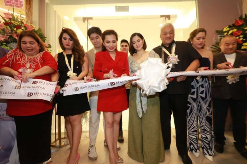 PAMPANGA. Rhea Tan, president and CEO of Beautederm Corporation, the face of Beautederm Home Marian Rivera-Dantes, Angeles Mayor Carmelo Lazatin Jr. and Vice Mayor Vicky Vega-Cabigting lead the ribbon cutting and blessing of Beautederm's flagship store at Marquee Mall, Angeles City. Joining them are Sam Tan, Executive Assistant IV Reina Manuel, and celebrity endorsers Lance Tan and Maricel Morales. (Chris Navarro)