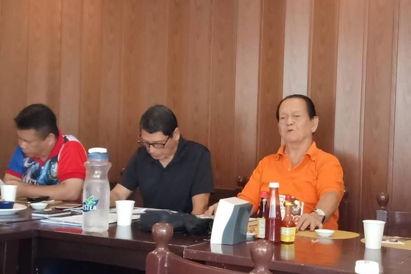 "WONDERING BOY. David ""Boy"" Odilao Jr. (in orange shirt) talks during a press conference in Cebu City on Thursday, Sept. 19, 2019 about the problem concerning the Sinulog Foundation Inc., which was superseded upon the creation of the Sinulog Governing Board through an executive order issued by Mayor Edgardo Labella. (SunStar photo / Dwight Ligan)"