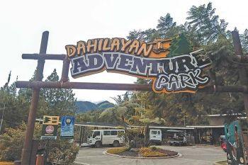 NATURE NA, ADVENTURE PA: Kini maoy entrance sa adventure park. Sa imo pa lang pagsulod presko ug bugnawng hangin ang mosugat kanimo. (Hulagway kuha ni Kenneth Dwight Torres)