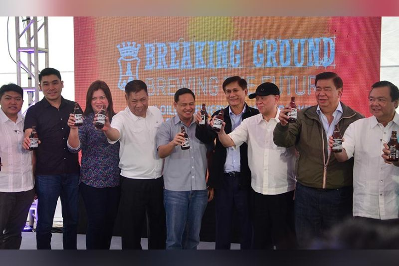 ILOILO. Governor Arthur Defensor Jr. led the groundbreaking of the P6.7 billion production facility of San Miguel Brewery (SMB) Inc. in Barangay Gua-an, Leganes, Iloilo on September, 20, 2019. With him are (from left) 2nd district Representative Michael Gorriceta, Leganes Mayor Vicente Jaen II, Vice Governor Christine Garin, SMB president Roberto Huang, DENR Secretary Roy Cimatu, San Miguel Corp. CEO and president Ramon Ang, Senator Franklin Drilon, and Iloilo City Mayor Jerry Trenas. (Capitol PIO)
