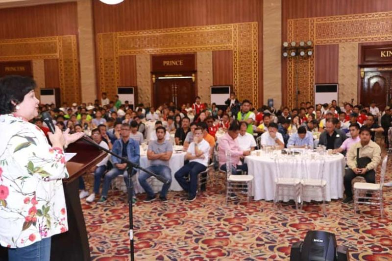 PAMPANGA. Acting Governo Lilia Pineda addresses local and barangay officials during the Briefing on General Revision of Real Properties and Tax Amnesty Program at Kingsborough International Convention Center on Friday, September 20, 2019. Listening are local chief executives led by PML president Mayor Edgar Flores and barangay chairmen. (Chris Navarro)
