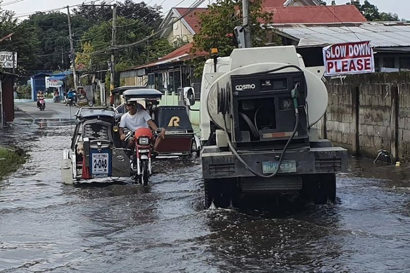 PAMPANGA. Motorists navigate a flooded street in Barangay Sta. Monica in San Simon, Pampanga after heavy rains brought about by Tropical Storm Nimfa caused flooding in 42 villages in Pampanga a state of calamity in Macabebe town. (Chris Navarro)