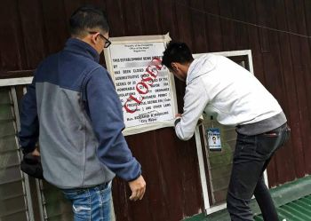 BAGUIO. The Permits and Licensing Division (PLD) of the City Mayor's Office sustains its campaign against business establishments which operate illegally. Here, PLD personnel install a closure sign on a rooftop of a company in Aurora Hill barangay. (Contributed Photo)