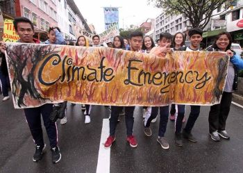 BAGUIO. Baguio City students march down Session Road Friday noon to raise awareness on climate change. Baguio is supporting the Global Climate Action highlighting awareness to residents. (Photo by Jean Nicole Cortes)