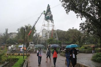 "BAGUIO. The re-purposed Christmas tree at the rose garden in Burnham Park gets a facelift as the city welcomes the ""ber"" months starting this September with the local government is also brewing activities and decorations to make Christmas in Baguio a memorable one. (Photo by Jean Nicole Cortes)"