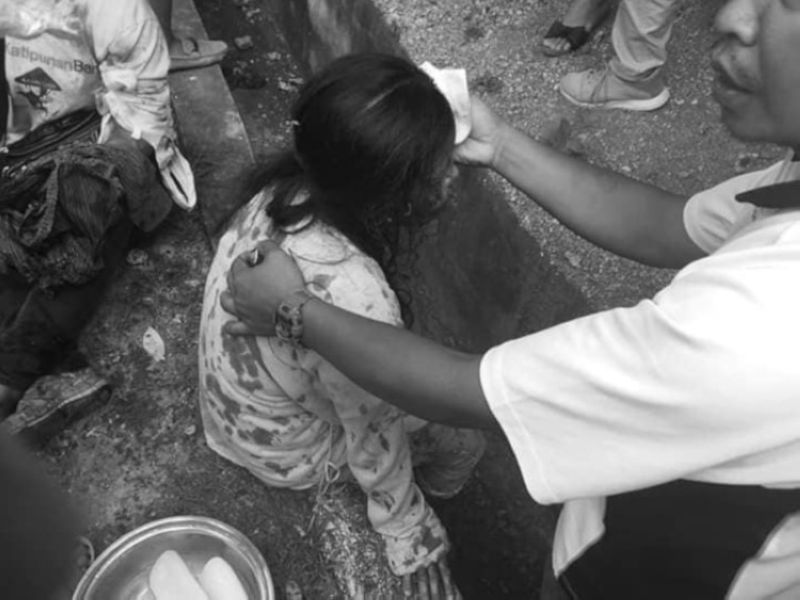 ARGAO ACCIDENT. A member of the Argao Municipal Disaster Risk Reduction and Management Office gives medical aid to one of the injured passengers of a vehicle accident on the highway in Barangay Taloot on Saturday morning, Sept. 21, 2019. (Contributed Photo)