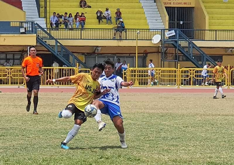 BALL PLAY. DBTC midfielder Richard Jacob Ernest Noel Songalia II (in white) goes for the ball against his USJ-R counterpart during their Cebu Schools Athletic Foundation Inc. match. (SunStar Photo/Arni Aclao)