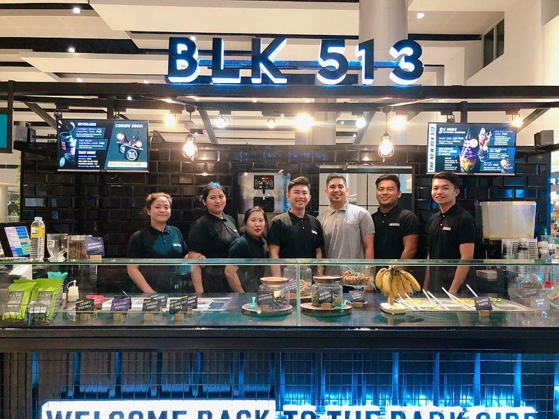 PAMPANGA. BLK 513 area supervisor Marlon Franco (in gray), along with his crew, opens the frozen yogurt shop's newest branch at SM City Clark. The new branch features four exclusive flavors including Wild Purple Ube, OG Choc Nut Milk, Hot Porridge Cacao, and Crispy Rice Milk. (Photo by Charlene A. Cayabyab)