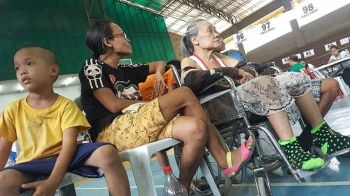 CASH AID RESUMES. Qualified senior citizens are finally able to get their cash assistance from the Cebu City Government after a three-month hiatus. (Contributed Photo)