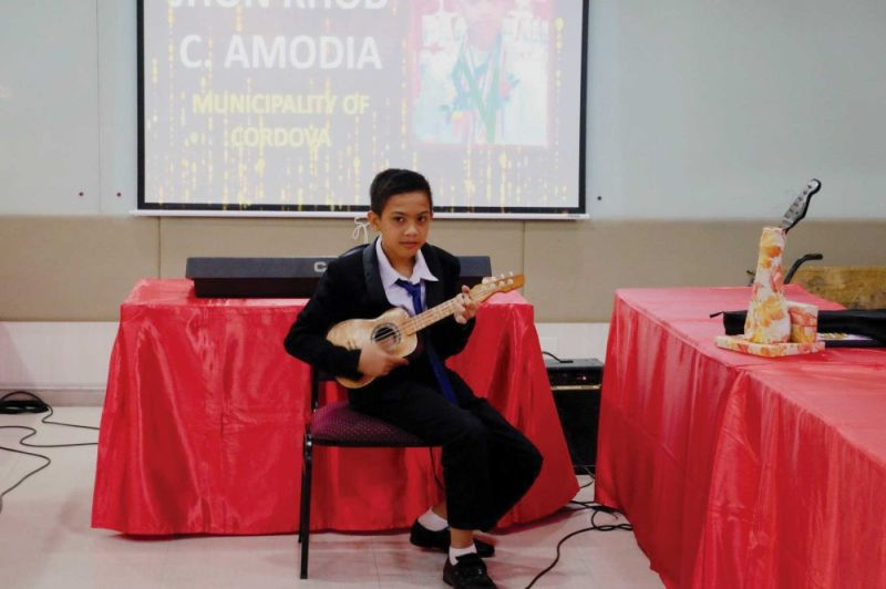BRIGHT BOY.  Jhon Rhod Amodia showcases his talent during the Department of Social Welfare and Development 7's Provincial Search for Exemplary Pantawid Pamilya Children awarding ceremony held in Cebu City in August 2019. (CONTRIBUTED FOTO)