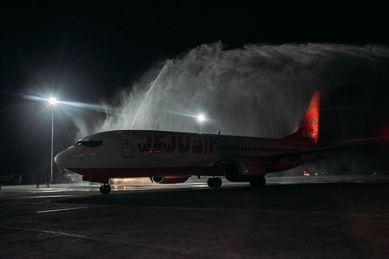 NEW ROUTE. The Mactan-Cebu International Airport welcomed the arrival of Jeju Air's inaugural flight from Daegu International Airport in South Korea on Tuesday, Sept. 17, 2019. The aircraft was hailed with a water cannon salute by MCIA. Koreans remain Cebu's top foreign tourist market. (Contributed Photo)