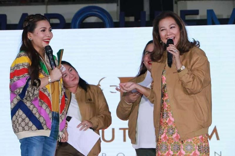 PAMPANGA. Veteran broadcast journalist Korina Sanchez-Roxas shares a light moment with Beuatederm president and CEO Rhea Tan (left) during Sunday's free concert for the opening of Beautederm flagship store at Ayala Marquee Mall, Angeles City. (Chris Navarro)
