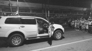 CEBU. Usa ka 49-anyos nga negosyante ang napatay sa dibang gibanhig kini atubangan sa usa ka dakong mall sa may Dalan J. Luna sa Barangay Mabolo, Dakbayan sa Sugbo. (Hulagway kuha ni Alan Tangcawan)