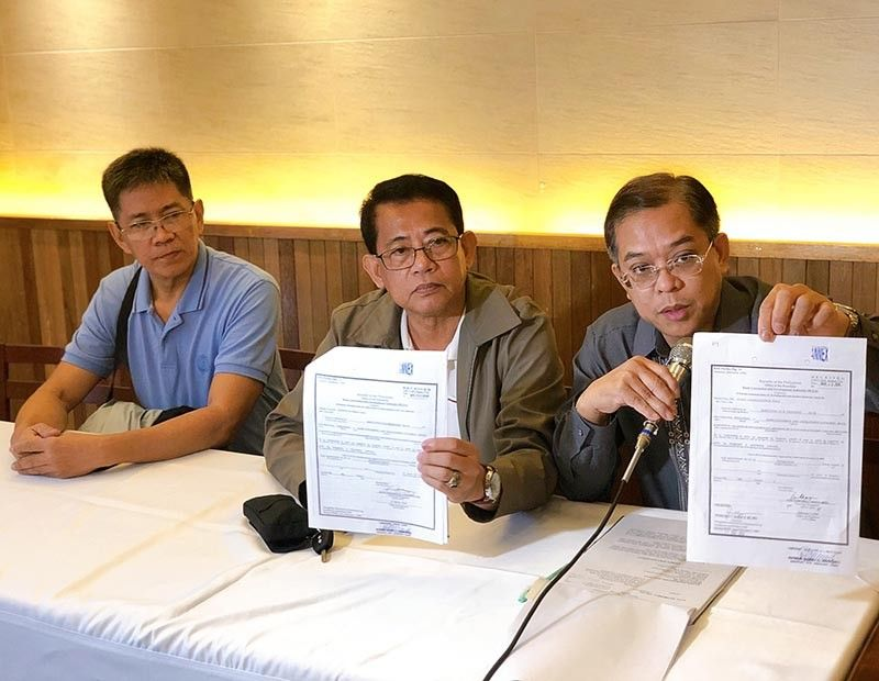 PAMPANGA. Anti-crime group Citizens Crime Watch legal counsel Raymund Palad (right) and national president Roel Quitay (center) show copies of the usurpation of authority and graft complaint filed against Bases Conversion and Development Authority executive vice president Aileen Zosa before the Presidential Anti-Corruption Commission. (Charlene A. Cayabyab)