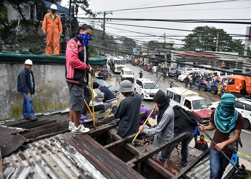 BAGUIO. The Department of Public Works and Highways and the City Government of Baguio started demolishing illegally built structures along Marcos Highway last week. More local government units in the Cordillera region are racing against time to clear primary and secondary roads of obstruction as the 60-day deadline set by the Department of the Interior and Local Government nears. (Redjie Melvic Cawis)