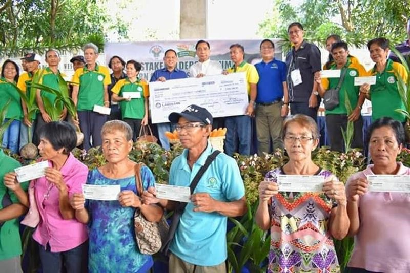 NEGROS. Agriculture Secretary William Dar (second row, seventh from right) leads the turnover of farm machineries worth P159 million during the Farmer's Forum held at Western Visayas Integrated Agricultural Research Center in Iloilo City on September 24, 2019. (Contributed photo)