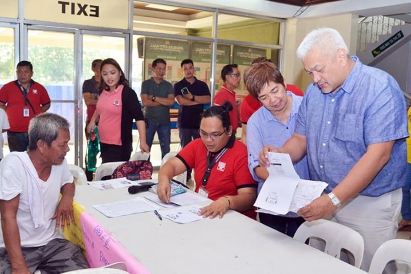 PAMPANGA. Mayor Carmelo Lazatin Jr. supervises the distribution of pension for senior citizens in Angeles City. (Contributed photo)