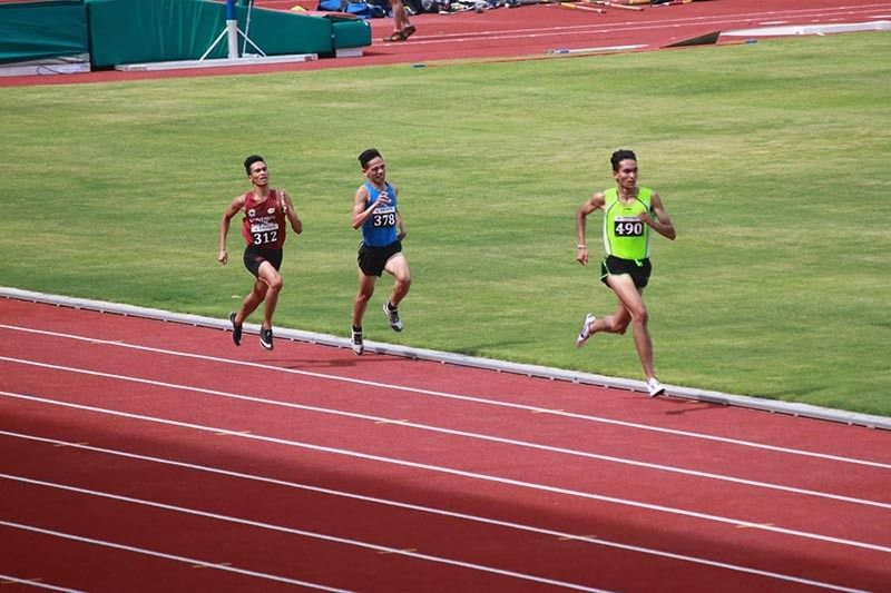 BREAK AWAY. Former Davao City standout Sonny Wagdos, center, breaks away from national team veteran Richard Salano during the men's 5,000-meter run final tryout for the 30th Southeast Asian Games 2019 at the New Clark City Sports Complex in Tarlac over the weekend. (Contributed photo)