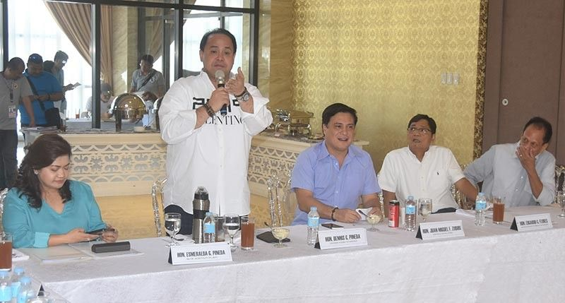 PAMPANGA. Pampanga Governor Dennis Pineda shows support to Senator Juan Miguel Zubiri's one town, one project plan to provide more services for Kapampangans. Also in the photo are (L-R) PML Vice President Mayor Esmeralda Pineda, Mayor Edwin Santiago, and PML President Edgardo Flores. (Jun Jaso/Pampanga PIO)