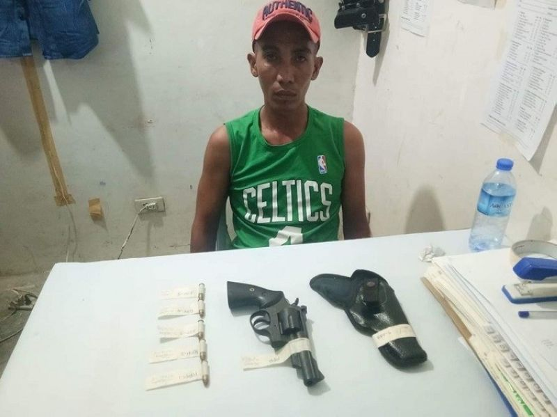 CEBU. The Pinamungajan police nabbed a certain Rigie Pacunla for illegal possession of firearms in Barangay Poblacion, Pinamungajan, Cebu. (Contributed photo)