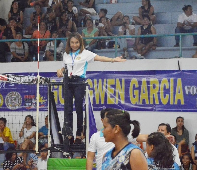 Cebu Governor Gwendolyn Garcia, serves as first referee during the initial stages of the exhibition match between Mandaue City and Catmon. (Contributed photo)
