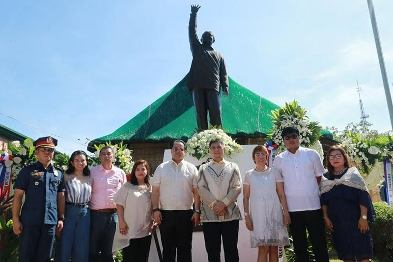 "PAMPANGA. Pampanga Governor Dennis ""Delta"" Pineda, Congressman Juan Miguel ""Mikey"" M. Arroyo, Lubao Mayor Esmeralda ""Esmie"" Pineda, Vice Mayor Jay Montemayor, Diosdado Martin Macapagal-Salgado, Police Lieutenant Colonel Michael John Riego, and representatives of the National Historical Commission and DepEd led wreath laying commemorating the 109th birthday of the late President Diosdado Macapagal on Saturday, September 28. (Photo by Chris Navarro)"