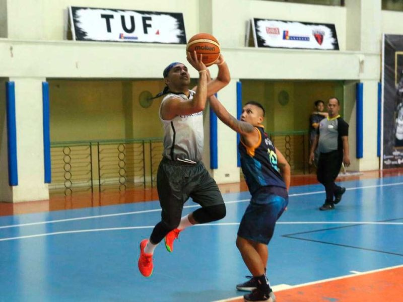 GOT YOU LOOKING. Admir Batiancila gets past his defense for an open look at the basket. (CONTRIBUTED FOTO)