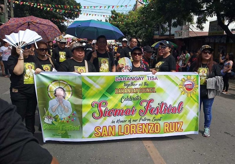 TISA'S PRIDE. Officials of Barangay Tisa, Cebu City lead the celebration of the Siomai Festival on Sunday, Sept. 29, 2019.  (SUNSTAR FOTO / ALAN TANGCAWAN)