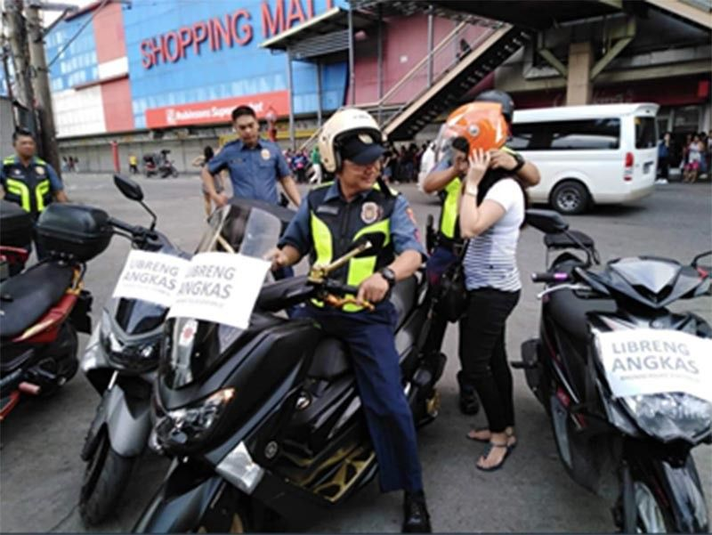 MANILA. A police officer from Manila Police District gives a free ride to a commuter amid a transport strike on September 30, 2019. (Photo from Manila PIO)