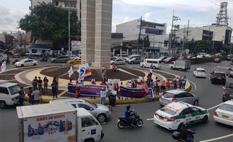 MANILA. A few rallyists converge at Welcome Rotonda, Quezon City. Traffic is light to moderate, according to the Department of Transportation and Communications. (Photo from  i-ACT team)