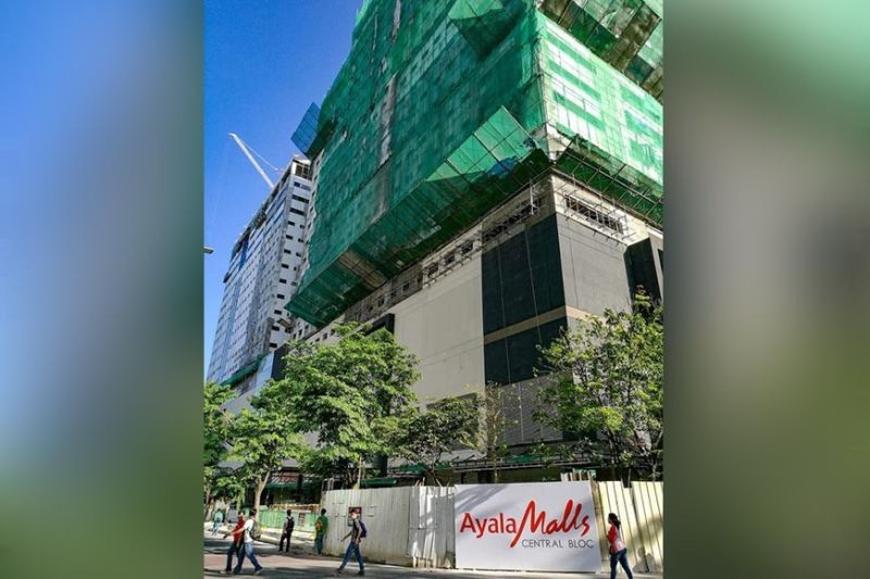 "MORE BRICK AND MORTAR STORES OPENING.  Property research firm Santos Knight Frank says Cebu has remained ""an attractive playing field for property developers seeking to expand their retail arm.""  (SunStar file)"