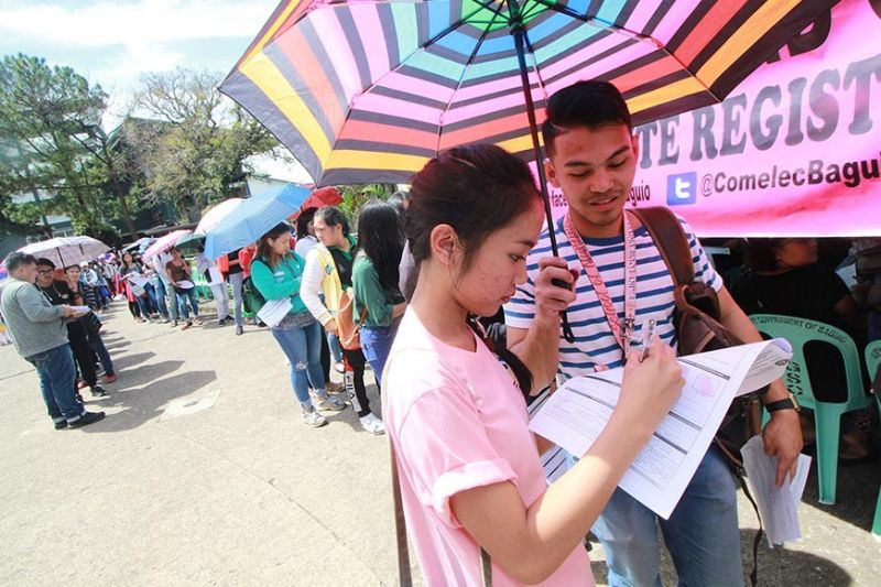 BAGUIO. On September 30, last day of voter's registration for the 2020 barangay elections, long queue of people await their turn to register at the Commission on Elections office at Governor Pack Road. (Jean Nicole Cortes)
