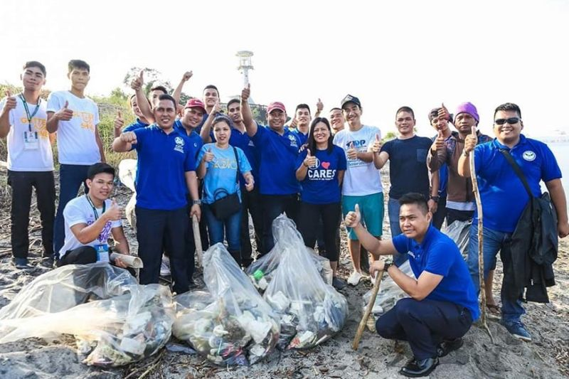 PAMPANGA. SM City Olongapo Downtown and SM City Olongapo Central representatives along with Olongapo City Mayor Rolen Paulino join the International Coastal Clean-up on September 28. Participants cleaned up the coastline along the Kalaklan Lighthouse in the city. (Contributed photo)