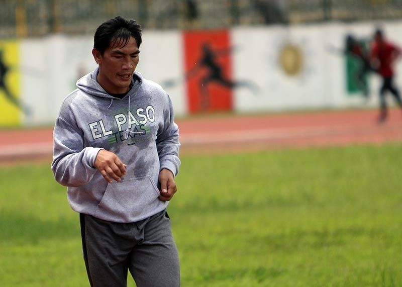BAGUIO. Even without a scheduled fight, Eduard Folayang holds a regular road run workout. Folayang was earlier called to replace Eddie Alvarez, the One Championship lightweight world grand prix championship final, after getting injured but the Team Lakay fighter's visa will not be approved in time for the event. (Roderick Osis)