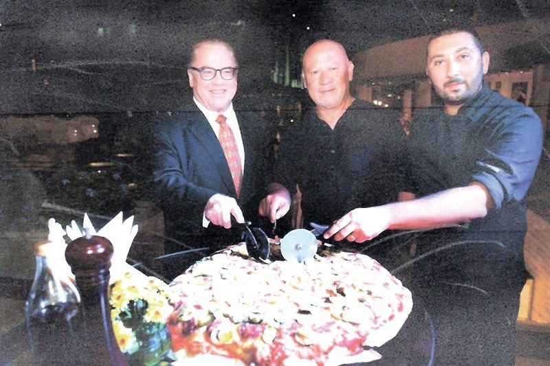 PIZZA SLICING-CEREMONY. Opening the foodfest were Marco Polo Plaza Cebu general manager Brian Connelly, with chefs Guiseppe Genco and Luca Genco.