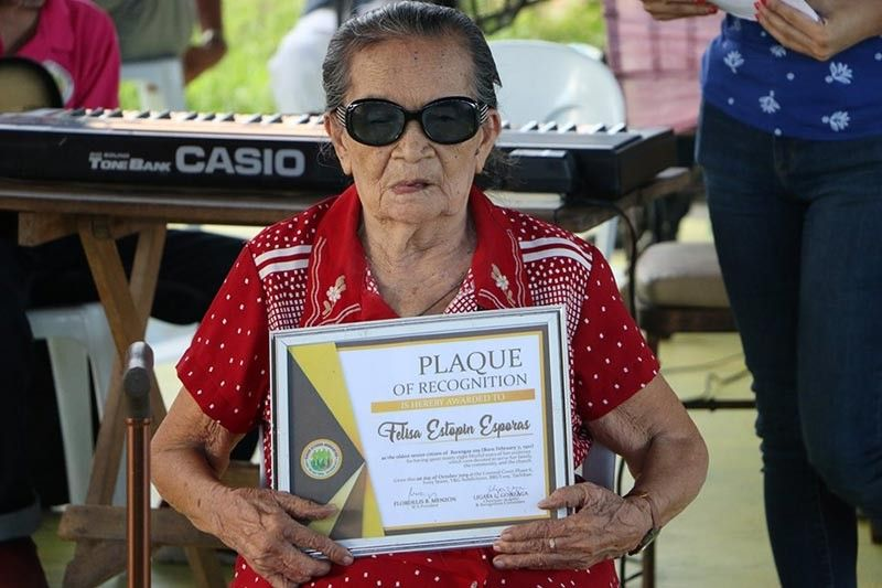 TACLOBAN. Felisa Estopin Esporas, 98, receives her plaque and P5,000 cash prize after she was named as the oldest living person by the Senior Citizens Association of Barangay 109 V and G Subdivision in Tacloban City on October 1, 2019. (Photo courtesy of  K.E. Napala/Tacloban City Information Office)