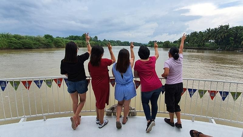 BACOLOD. Experience spending time with friends on a weekend escapade and enjoy the palatable seafood, delicacies and relaxing ambiance onboard a small raft that cruises along Ilog river in Southern Negros Occidental. (Carla N. Canet)