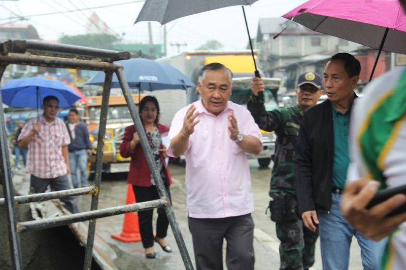 BENGUET. Department of the Interior and Local Governmnet in Cordillera, led by Regional Director Marlo Iringan, on Wednesday, October 2, validated compliance to President Rodrigo Duterte's directive to local government units in the country to clear primary and secondary roads of obstruction. (Photo by Lauren Alimondo)