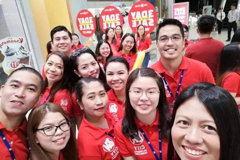 OLONGAPO. Employees of SM City Olongapo Downtown pose for a groupfie at the start of a three-day sale on Friday, October 4, 2019. (Photo courtesy of Nette Mortel)