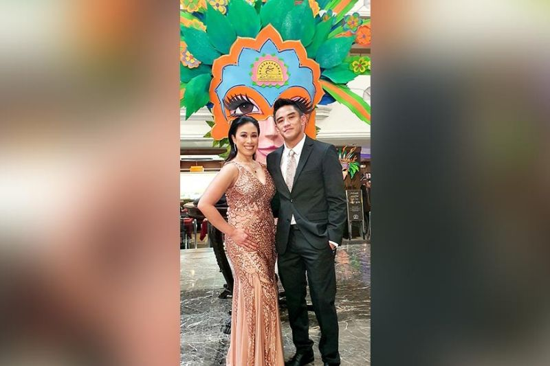 BACOLOD. Sunny Diego and wife Hannah pose at a huge MassKara mask in Bacolod City. (Carla N. Cañet)