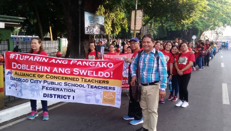 """WAGE HIKE. At least 2,500 public school teachers in Bacolod City join the """"Walk for salary increase"""" from Rizal Elementary School going to the Bacolod City National High School in the observance of the World Teachers' Day celebration on Friday, October 4, 2019. (Photo by George De la Cruz)"""