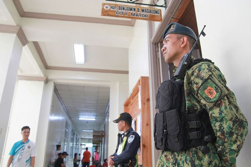 Tight security is being implemented at the city hall following the surge of death threats received by Baguio City Mayor Benjamin Magalong since he revealed names of alleged ninja cops. Security guards and police officers are on alert to assure safety and security in the city hall especially the mayor's office. (Photo by Jean Nicole Cortes)